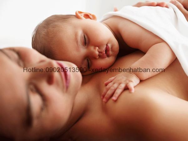"""""""Da kề da"""" là phương pháp bổ sung giúp hạ sốt ở trẻ em. Mẹ đã biết chưa? 69"""