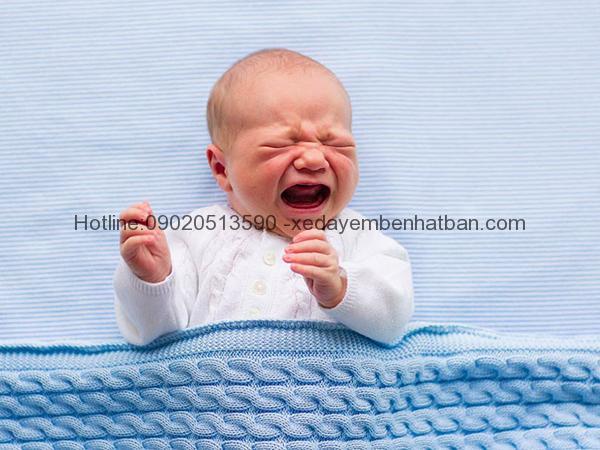 Giải mã hiện tượng trẻ sơ sinh ngủ hay giật mình khóc thét