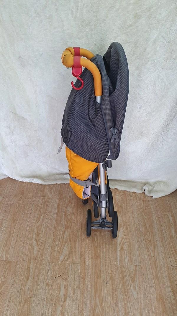 Xe đẩy du lịch Combi gọn nhẹ 3