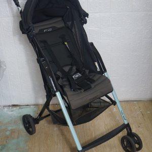 Xe đẩy em bé Combi F2 thanh lý